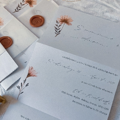 How to choose gorgeous wedding stationery on a budget