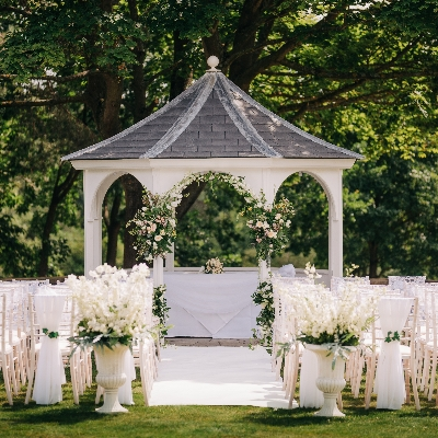 Say your vows at Foxhills Club & Resort