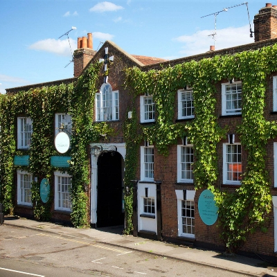 The Talbot has won Top Venue in Surrey at the 2020 Wedding Dates Awards