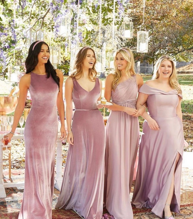 How to choose bridesmaids' dresses that compliment each other
