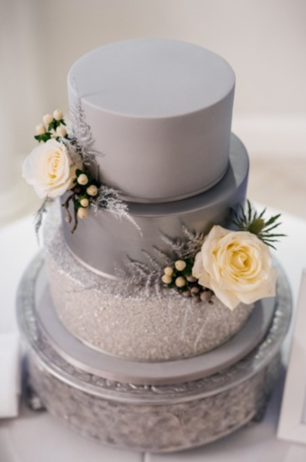 How to incorporate the season into your wedding cake