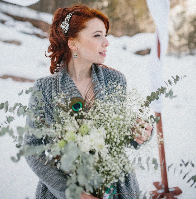 How to incorporate Christmas into your wedding accessories